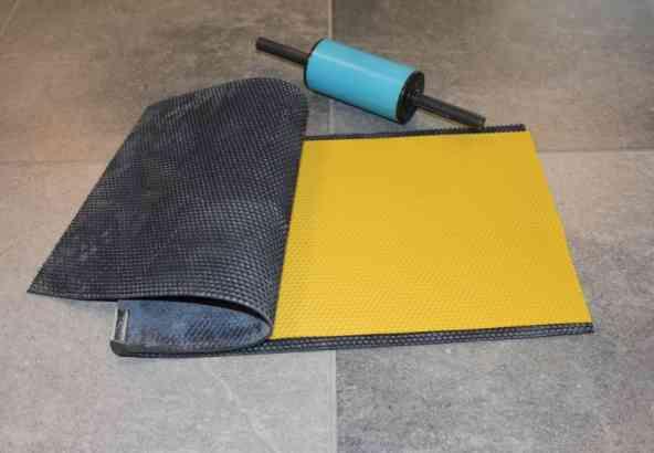 D: siliconenmal om werkstercellenpatroon in gladde waslaag te drukken
