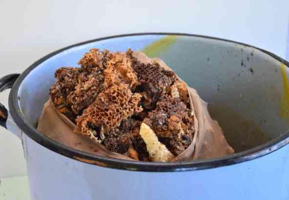 Kookketel: oude raten in nylonkous